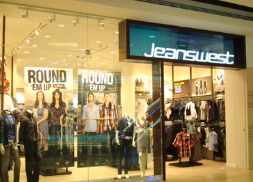 Fashion retailer updates WMS for CDC supplying 3,000 stores