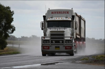 Government targets heavy vehicle safety