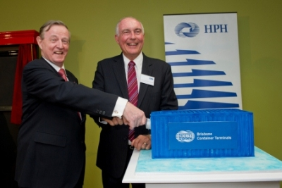 HPH deputy chairman, John Meredith (left) and Acting Prime Minister, Warren Truss cut the cake to celebrate the official opening of Brisbane Container Terminals.