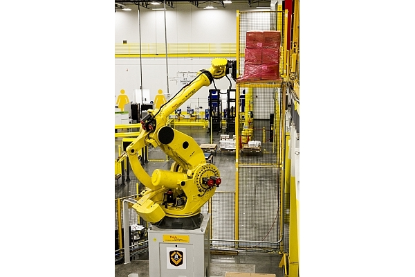 Humans, robots to share the work at Amazon DC