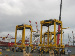 New straddle carriers for DPW Melbourne