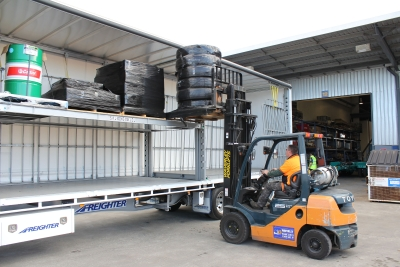 Automated mezzanine deck for truck trailers