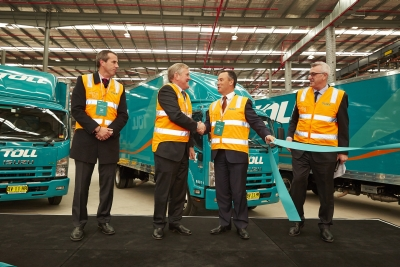 L – R: Shane O'Neill, divisional director – Toll Global Express; The Hon Ian Macfarlane MP – Minister for Industry and Federal Member for Groom; Brian Kruger, managing director – Toll Group; Rodney Johnston, executive general manager – Toll IPEC.