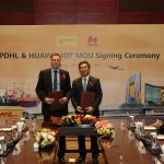 Dr Markus Voss (Global COO & CIO, DHL Supply Chain) and Yan Lida (President of Huawei Enterprise Business Group) at the MOU signing ceremony.