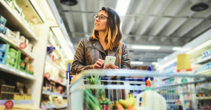 Women-shopping-in-supermarket-retail